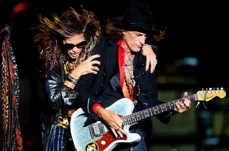 Steven Tyler e Joe Perry durante show no Anhembi
