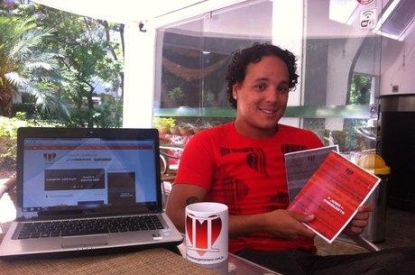 O blogueiro Rodolfo Poppi mostra suas criações e os produtos que pretende vender em seu blog sobre geminianos