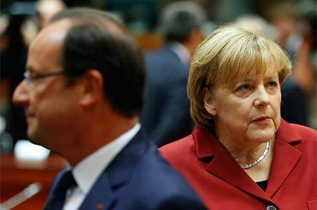 Hollande (esq.) e Merkel se encontraram ontem em Bruxelas: ambos pressionaram Obama após denúncias de espionagem