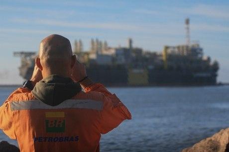 Petroleiros estudam paralisação maior