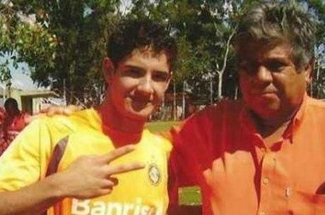 Alexandre Pato com o professor Luizão, que o levou ao Inter