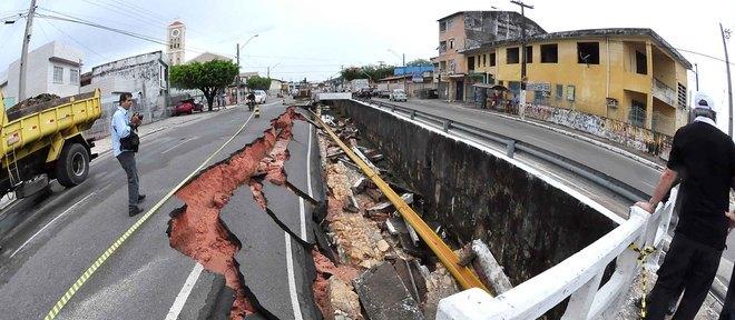 Parte de avenida na zona norte de Aracaju cedeu