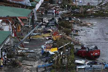 Tufão Haiyan devastou o centro e o sul das Filipinas na sexta-feira (8)