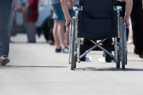 Cadeirantes preferem fazer deslocamentos sem ajuda