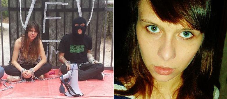 Ativista Julia Colle se acorrentou ao portão do Instituto Royal dias antes da invasão do local, no mês passado