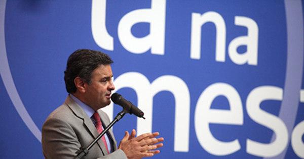 Aécio critica política do PT para infraestrutura: 'Brasil virou cemitério de obras inacabadas'