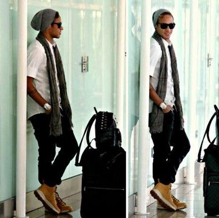 E apesar de ter fama de extravagante, o Neymar também adora um óculos mais  básico, principalmente quando era mais jovem. Tanto de grau quanto de sol. 07b2e0972c