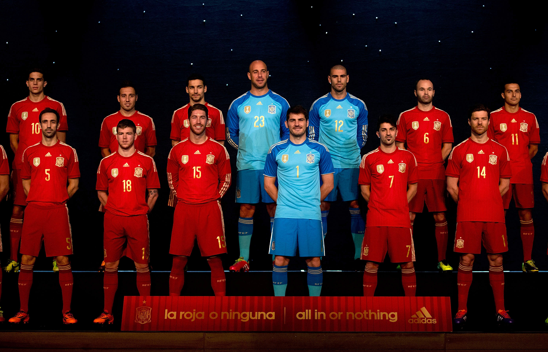 Conheça os uniformes de todas as seleções da Copa - Fotos - R7 Copa do  Mundo 2014 12938f2b94fe0