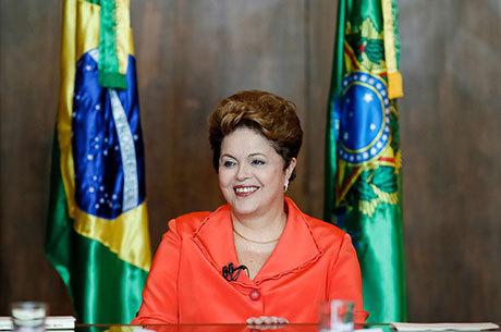 Intenções de voto em Dilma oscilam entre 41% e 47%