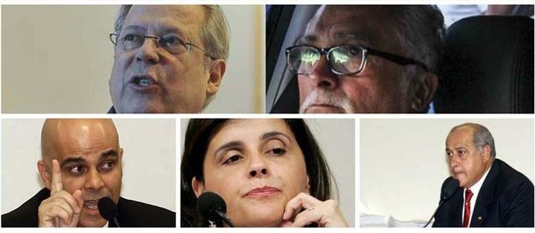 Dez mensaleiros se entregaram nas sedes da Polícia Federal em São Paulo, Minas Gerais e Brasília