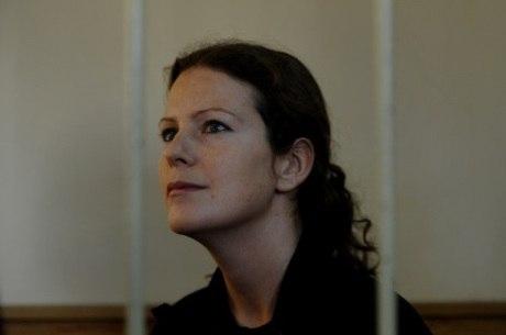 A bióloga brasileira Ana Paula Maciel e outros 20 ativistas podem ficar mais três meses detidos na Rússia
