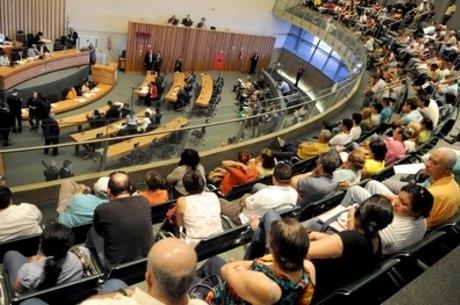 Representantes das categorias envolvidas nos projetos de lei acompanharam a sessão na galeria do plenário da CLDF