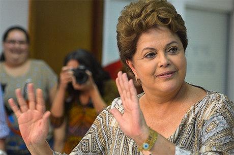 Dilma poderia mandar soltar mensaleiros, mas hipótese é improvável