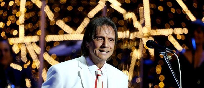 Roberto Carlos aproveita o fim de ano e mostra versões modernas de seus hits