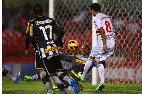 Ganso quase fez um golaço contra o Botafogo