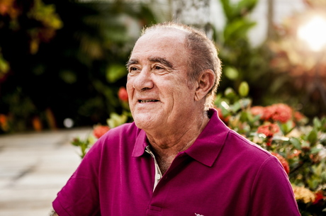 Renato Aragão continua internado após sofrer infarto no último sábado (15)