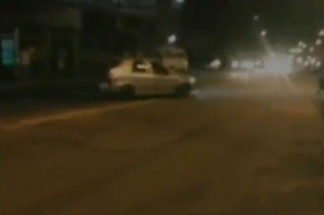 Motoristas fazem manobras arriscadas em avenida na zona norte