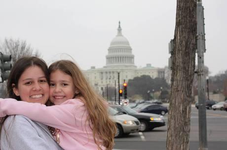 Cledione Regina Ruppenthal Ferraz do Amaral, de 34, e a filha Wendy Ferraz do Amaral, de 10, em momento descontraído