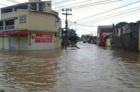 As ruas se transformaram em rios em Nova Iguaçu, na baixada