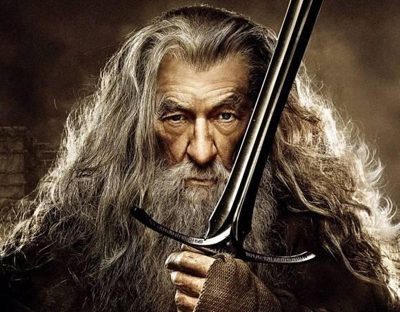 Ian McKellen vai interpretar Gandalf no teatro para comemorar 50 anos de carreira