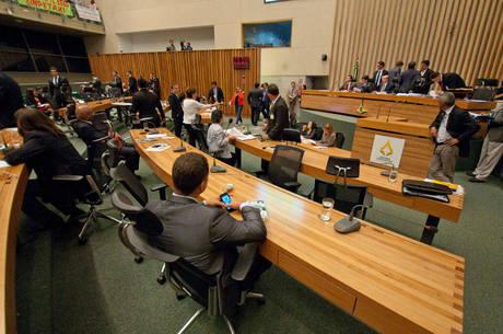 Plenário da Câmara Legislativa do DF: orçamento para 2014 é de cerca de R$ 35 bilhões
