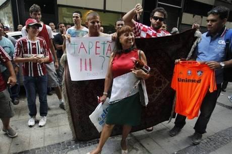 Torcedores do Fluminense comemoraram decisão no STJD