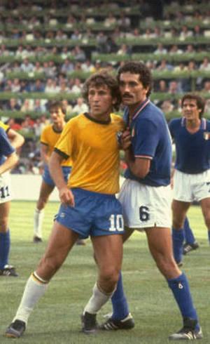 Zico contra a Itália, em 1982