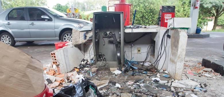 Cofre de posto de gasolina ficou completamente destruído após a ação de criminosos em Ribeirão Preto