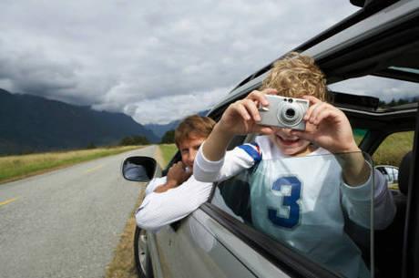 Postura correta ao volante evita dor nas costas em viagens