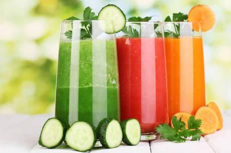 Sucos ajudam a hidratar o corpo no verão