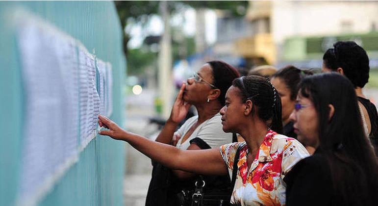 Concursos públicos atuais oferecem vagas com salários de até R$ 5 mil