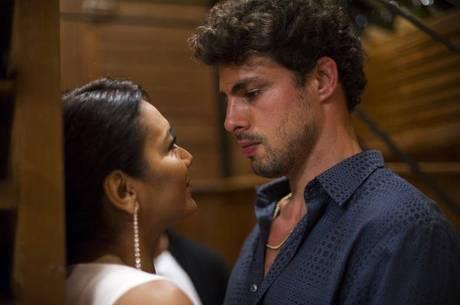 Dira Paes protagoniza cenas quentes com Cauã Reymond