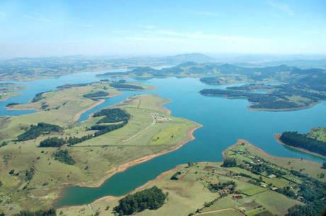 O sistema Cantareira é a principal fonte de abastecimento de água das regiões metropolitanas de São Paulo e Campinas