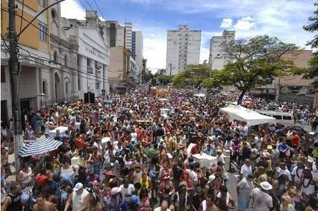Blocos e o desfile da Banda Daki prometem agitar a cidade