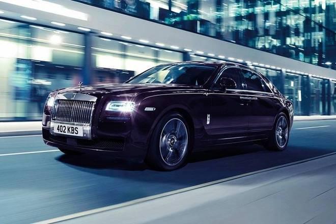 Com motor V12 e biturbo, o modelo consegue acelerar de 0 a 100 km/h em 4,6 segundos e tem uma velocidademáxima de 250 km/h