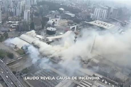 Fumaça tomou conta de parte do bairro Barra Funda, na zona oeste