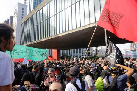 Protesto acabou com 135 detidos
