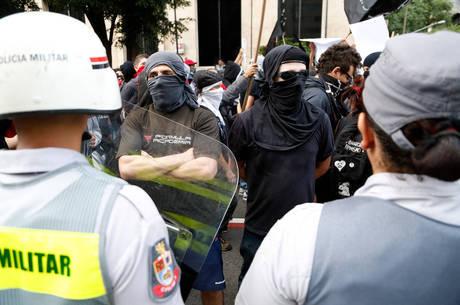 Manifestante ferido seria integrante dos chamados black blocs
