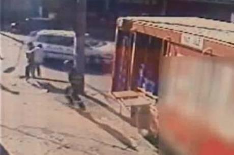 Vítima derrubou o assaltante no meio da rua