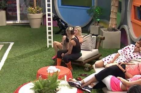Vanessa intima Clara para malhar