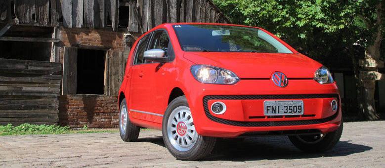 Para o primeiro encontro, escolhemos o Volkswagen Red Up!, versão topo de linha com preço de R$ 39.390