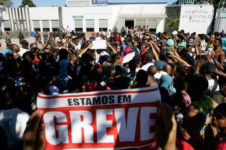 Os trabalhadores estão em greve desde quarta-feira (5)
