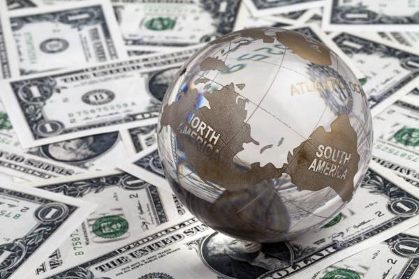 Dólar abre a semana em queda e agora vale R$ 3,08