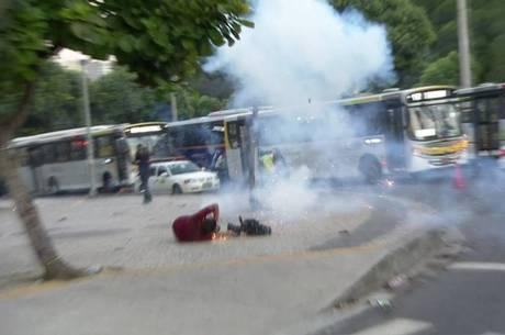 Santiago Andrade foi ferido por um rojão durante manifestação contra o aumento das passagens na quinta-feira (6)