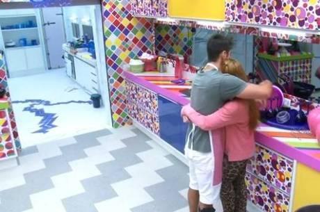 Marcelo consolou Aline no BBB