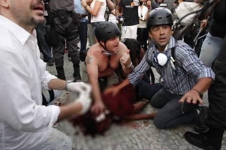Santiago Andrade foi atingido por um rojão durante protesto