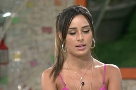 Letícia nega que sejam suas as fotos nuas que vazaram na web