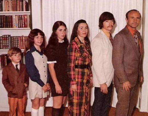 Cada uma... Descobrimos as piores fotos de família da história!