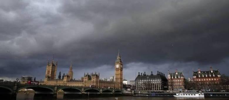 Nível do rio Tâmisa ameaça inundar Londres