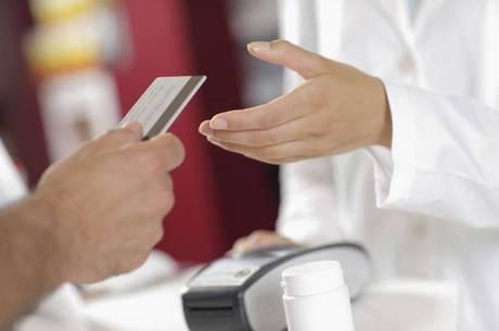 Cartão de crédito funciona como se multiplicasse seu salário, enquanto cheque especial é pré-aprovado